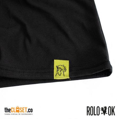 002-rolo-ok-camiseta-bolsillo-negro-cuello-redondo-thecloset