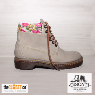 010-disonti-thecloset