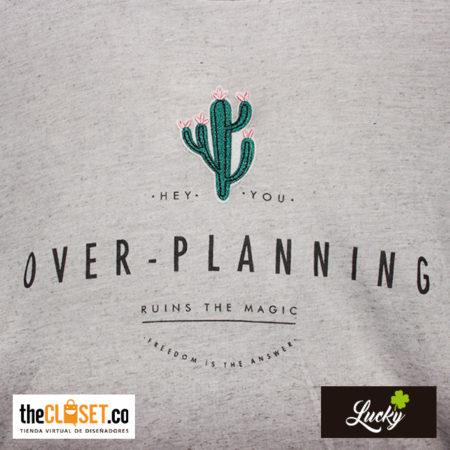 030-marca-lucky-camisa-gris-con-frase-boutique-thecloset