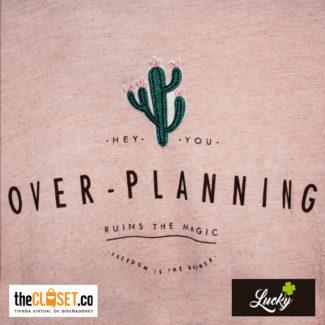 032-marca-lucky-camisa-rosada-con-frase-boutique-thecloset (1)