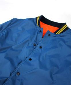 chaqueta bomber azul marca rolo-ok con cuello estilo vintage amarillo cuello