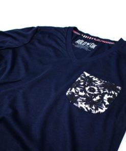 camiseta con bolsillo pattern flowers marca rolo-ok zoom flores azul oscuro