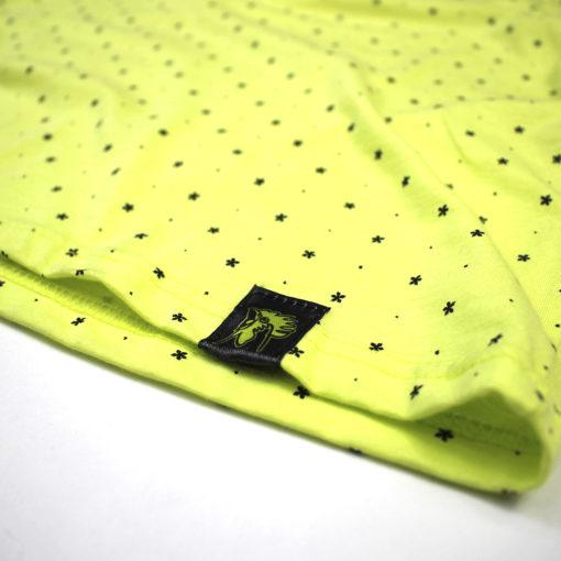camiseta amarilla pattern bolsillo negro marca rolo-ok parte inferior