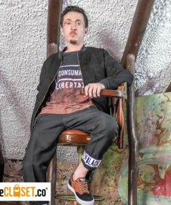 chaqueta-cuerina-negra-hombre-modelo-ALTERNATIVE_theClosetco-diseno-independiente
